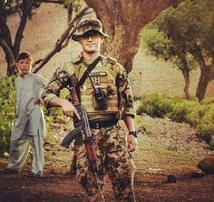 An operator of Light commando battalion of Pak army