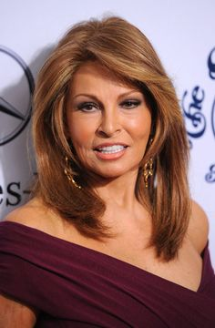 Raquel Welch has made a business out of her adoring tresses and with looks this radiant we can see why. The actress sported a layered cut in a chestnut brown shade, which worked wonders when paired with her complexion.