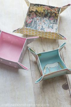 Ucreate: Fat Quarter Fabric Trays by Craftiness is not Optional