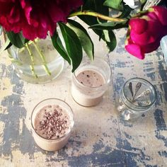 1 tbsp raw cacao powder 1 frozen banana 1 tbsp peanut butter 1 cup coconut milk 3 ice cubes top with cacao nibs