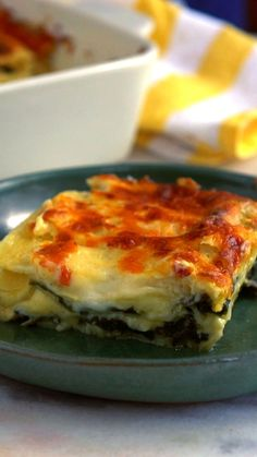 Essa receita super fácil e gostosa de lasanha de espinafre vai agradar todo mundo!