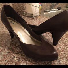 Dark brown Heels Super cute, never worn, brown heels. Shoes Heels