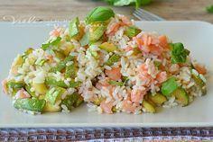 Riso freddo con zucchine salmone e limone, primo piatto di riso freddo estivo, delicato e profumato, piatto freddo facile e leggero, ricetta facile estiva