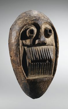 Masque, Bafo, Cameroun | lot | Sotheby's Expression saisissante de l'art méconnu lié aux sociétés secrètes des Bafo du sud-ouest du Cameroun, ce masque constitue l'un des très rares témoins d'un corpus comptant moins d'une dizaine d'œuvres répertoriées, entrées dans des collections européennes avant 1930.