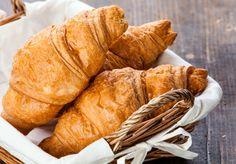 Beim Bäcker bekommen wir leider keine Croissants, die ganz ohne tierische Produkte sind. Falls es euch doch mal danach gelüsten, ist dieses Rezept euer neuer bester Freund! (Achtung! Zeitaufwendig, aber lohnt sich ;) )