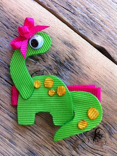 Brachiosaurus Dinosaur Ribbon Sculpture, I pined this just to use as idea, not to announce a sale. Ribbon Hair Clips, Ribbon Art, Ribbon Hair Bows, Diy Hair Bows, Diy Bow, Ribbon Crafts, Diy Ribbon, Barrettes, Hairbows