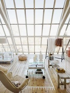Direct Lighting: Having most of the ceiling/wall made up of just windows and beams brings in direct light.