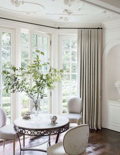 Splendid Sass: THOMAS PHEASANT ~ DESIGN IN SOUTHAMPTON   love the plaster ceiling