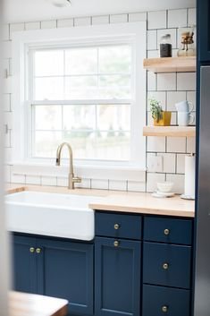 Kitchen reno Deep blue kitchen cabinets, brushed brass hardware, white square subway tile, light but White Subway Tiles Kitchen Backsplash, Butcher Block Countertops Kitchen, Blue Kitchens, Kitchen Flooring, Black Kitchen Cabinets, White Kitchen Cabinets, Kitchen, Kitchen Renovation, Blue Kitchen Cabinets