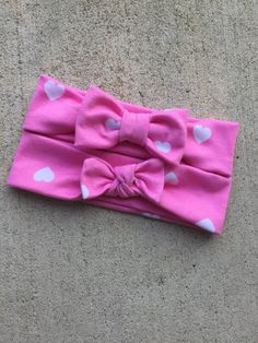 pink heart top knot, pink headwraps, heart turbans, baby girl top knots, pretty in pink bows, baby bows, heart headwrap, bowtie bows by littledarlingsbtq on Etsy