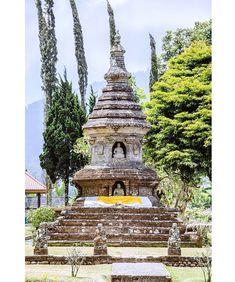 Templo budista Bali. .................................................................................  Podéis seguir mis hashtags #sergiobejar o #vidacallejerafotos ------------------------------------------------------------------------------  #indonesia #Bali #travel #traveling #vacation #instatravel #trip #holiday #fun #mytravelgram #igtravel #yourshotphotographer #tourism #instapassport