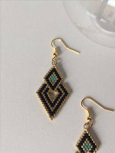Boucles d'oreilles en perles Miyuki #bijouxtiy Beaded Earrings Patterns, Peyote Earrings, Diy Earrings, Beading Patterns, Pearl Earrings, Hoop Earrings, Seed Bead Jewelry, Seed Bead Earrings, Diy Schmuck