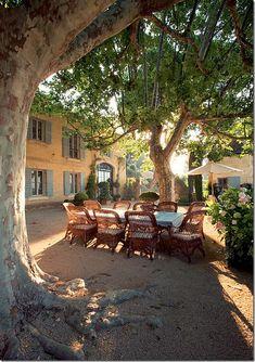 COTE DE TEXAS, house in Provence of  designer  Ginny Magher from Atlanta,named Mas de Barraquet
