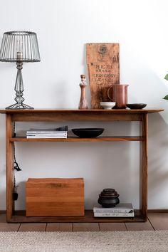 Console d'entrée double plateau en bois massif de manguier. Dimensions 120 x 40 cm, hauteur 80 cm. Ce meuble est fabriqué en bois sombre, idéal pour une décoration exotique très contemporaine. Le plateau supérieur est plus large et est idéal pour y déposer des objets décoratifs (plante, miroir, vide-poches...). Les pieds pleins, en bois massif également, sont reliés par une traverse qui vous permettra également d'y stocker des objets. Cette console d'entrée est un meuble déco et pratique ! Dimensions, Decoration, Entryway Tables, Desk, Furniture, Home Decor, Mango Tree, Plant, Wood Furniture