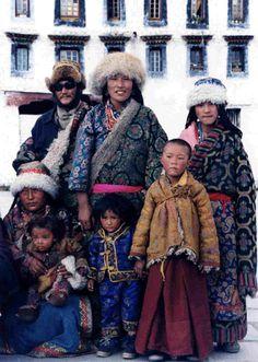 Nomad family on pilgrimage to Lhasa