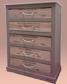 Wine crate and cardboard dresser adn drawers! (In French) http://www.espritcabane.com/bricolage/meubles-carton/chiffonnier-carton/