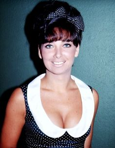 Suzanne Pleshette  #1960s #60s #fashion #bow #peter #pan #collar #vintage