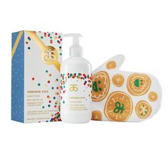 The perfect gift for friends with kids, or your nieces and nephews! This double-duty Hair & Body Wash features notes of toasted sugar, nutmeg and caramel to make bath time smell like a batch of freshly baked sugar cookies. Comes paired with a soft 100% cotton Bath Mitt gentle enough for children's skin and large enough for grownup hands.