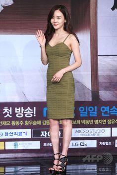 韓国・ソウルの韓国文化放送(MBC)で行われた、新ドラマ「偉大な糟糠の妻 위대한 조강지처 The Great Wives」の制作発表会に臨む、女優のファンウ・スルヘ(2015年6月11日撮影)。(c)STARNEWS ▼16Jun2015AFP|MBC新ドラマ「偉大な糟糠の妻」の制作発表会、ソウルで開催 http://www.afpbb.com/articles/-/3051864 #황우슬혜 #黃雨瑟惠 #Hwang_Woo_seul_hye