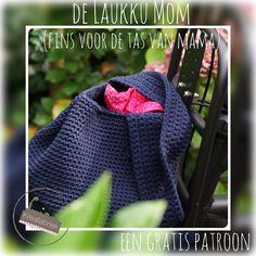 De Laukku Mom; een gratis patroon van Kreafabriek - Kreafabriek.nl Crochet Shawl, Knit Crochet, Crochet Bags, Baby Boots, Bag Making, Bucket Bag, Purses And Bags, Crochet Patterns, Knitting