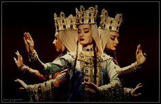 კავკასია, საქართველო. Caucasus, Georgia. Romanian Gypsy, Armenia Azerbaijan, Georgia Country, Visit Usa, Georgia On My Mind, Folk Dance, Central Asia, Ancient Civilizations, Traditional Dresses