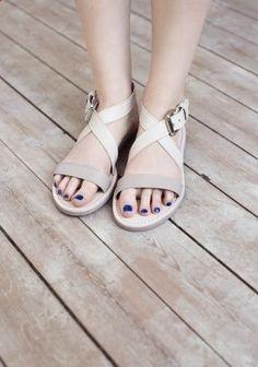 Minimal   Classic - blue nails