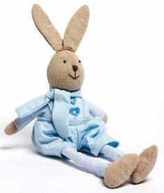 Cheeky little Bertie the bunny looks like he's got a secret- pull his tail to hear a magical Brahms lullaby.