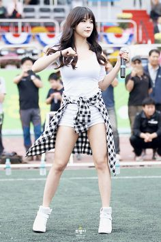 Hyun Young, Girl Bands, Kpop Girls, Ballet Skirt, Punk, Rainbow, Asian Beauty, Skirts, Meet