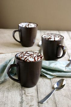 Mug cake with Nutella.I will have to replace the nutella with something else. Mug Recipes, Sweet Recipes, Cake Recipes, Yummy Recipes, Recipies, Think Food, Love Food, Just Desserts, Dessert Recipes