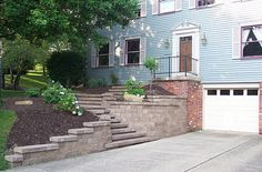 install pavers driveway with retaining wall Retaining Wall Steps, Garden Retaining Wall, Landscaping Retaining Walls, Driveway Landscaping, Sloped Garden, Driveway Ideas, Front Walkway, Front Steps, Front Porch
