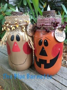 "43 Graceful Diy Mason Jar Crafts Ideas - Mason jar gifts, or what some people call ""gifts in a jar,"" are anything you can imagine being made with a mason jar. And we're not just talking Chris. Adornos Halloween, Manualidades Halloween, Halloween Crafts, Holiday Crafts, Fall Mason Jars, Mason Jar Gifts, Mason Jar Diy, Halloween Mason Jars, Ideas With Mason Jars"