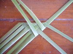 P1210321 Handmade Rugs, Handmade Crafts, Flax Flowers, Fabric Flowers, Flax Weaving, Basket Weaving Patterns, Recycled Magazines, Card Weaving, Paper Basket