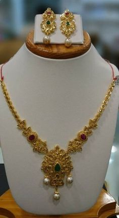 64 Trendy Ideas For Dress Fancy Short Classy Gold Jewelry Simple, White Gold Jewelry, Simple Necklace, Gold Jewellery, Short Necklace, Delicate Necklaces, Layer Necklace, Ruby Necklace, Gold Necklaces