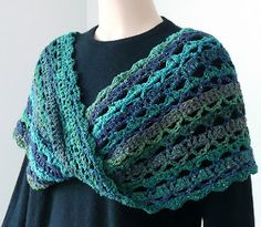 The New Crochet Cowl Scarves: The Transitional Mobius Cowl According to Doris Chan