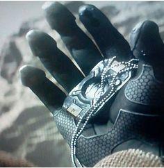 Cortana's data chip in Master Chief's hand. HALO 5 trailer.