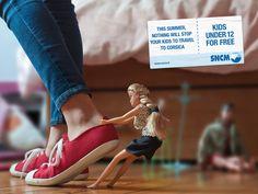 おもちゃたちの敵はコルシカ島? 仏フェリー会社のアイデアが光るプリント広告