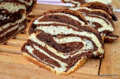 cel mai pufos cozonac cu ciocolata si aluat cu cacao Romanian Food, Romanian Recipes, Dough Recipe, Dessert Recipes, Desserts, Cake Cookies, Healthy Recipes, Healthy Foods, Good Food