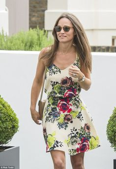 Pippa Middleton flashes her engagement ring and VERY toned legs   Daily Mail Online