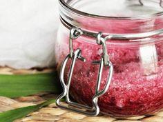 DIY-Anleitung: Granatapfel- und Zitruspeeling selber machen  via DaWanda.com