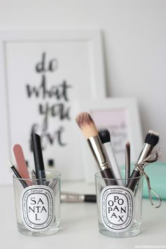 We've rounded up the most chic and minimalist vanity inspiration and makeup storage ideas to give you major design ideas. Diy Makeup Organizer, Diy Makeup Storage, Makeup Brush Holders, Makeup Organization, Storage Ideas, Organization Station, Bathroom Organization, Diptyque Candles, Old Candles