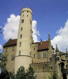 Lichtenstein Castle: Photos and Map  גרמניה, לא רחוק משטוטגרט