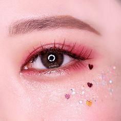 Read more about eye makeup looks Kawaii Makeup, Cute Makeup, Makeup Art, Makeup Eyeshadow, Beauty Makeup, Makeup Looks, Eyebrow Makeup, Korean Makeup Look, Korean Makeup Tips