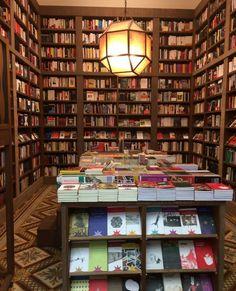 Librería Escaramuza en Montevideo Uruguay. Foto de @lectoraserial instagram