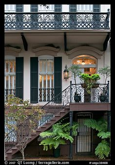 Love this in Savannah, walking here is so much fun! We se something new, that we didn't notice, somehow, before.