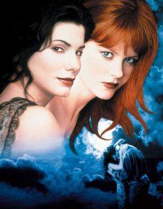 Da Magia à Sedução (Practical Magic – 1998) Sally (Sandra Bullock) e Gillian (Nicole Kidman) Owens são irmãs e bruxas que carregam uma terr...
