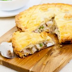This mushroom chicken pie is classic, with crumbly shortcrust pastry and delicious fillings. Quiches, Christine's Recipe, Chicken And Mushroom Pie, Empanadas, Shortcrust Pastry, Love Food, Chicken Recipes, Recipe For Chicken Pie, Recipes