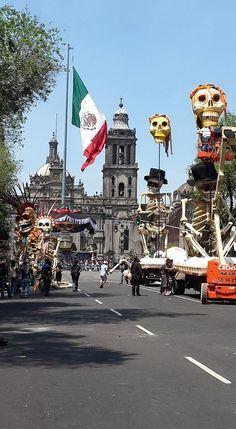 Bond, James Bond in Mexico City ....