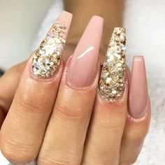 Gold glitter is the easy way to create shimmer manicure that Glitter Make Up, Gold Glitter, Glitter Nails, Simple Nail Art Designs, Cute Nail Designs, Cute Nails, Pretty Nails, Top Nail, Birthday Nails