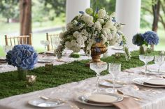 Bayside Bride Social Media Feature: This is one of my favorite table designs and it shows that you don't have to do something bold to obtain that wow-factor. The combination of moss with white and blue hydrangea and the gold details is elegant and stunning. Photo Credit: Evelyn Alas Photography