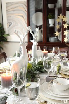How to decorate a dining table for the holidays! See the design lesson on how to make this beautiful glam Christmas centerpiece.